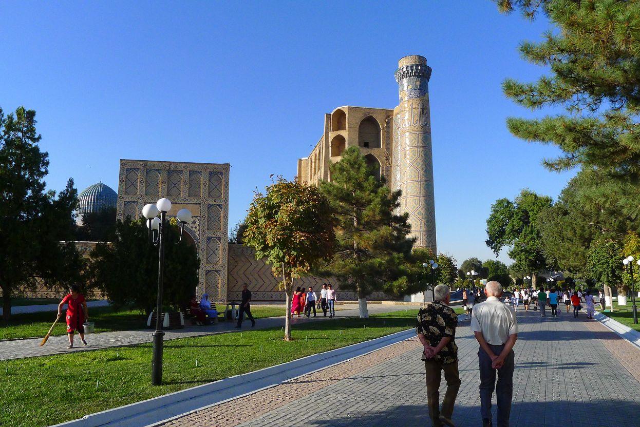 美麗的行人徒步區,若非遠方的清真寺還真讓人以為置身歐洲。