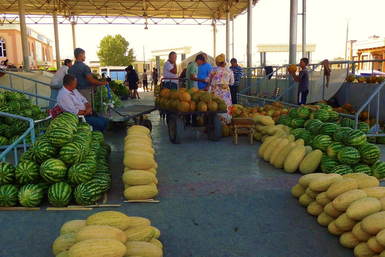滿滿的西瓜、哈密瓜還有香瓜阿! 每個都香甜無比