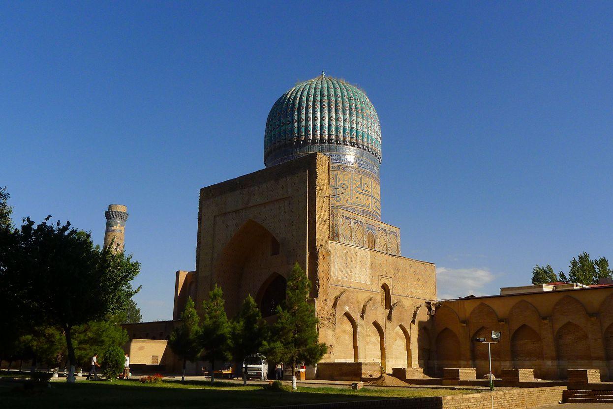 兩旁的小清真寺